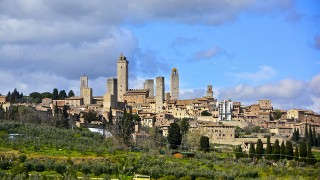 世界遺産サン・ジミニャーノ – 中世の風情漂う「美しき塔の町」